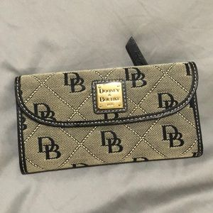 NWOT Dooney and Bourke Wallet